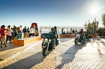 Motorcyklister ved Southernmost Point i Kew West, Floroda i USA